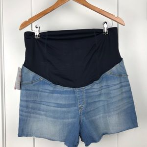 Isabel maternity NWT Jean shorts